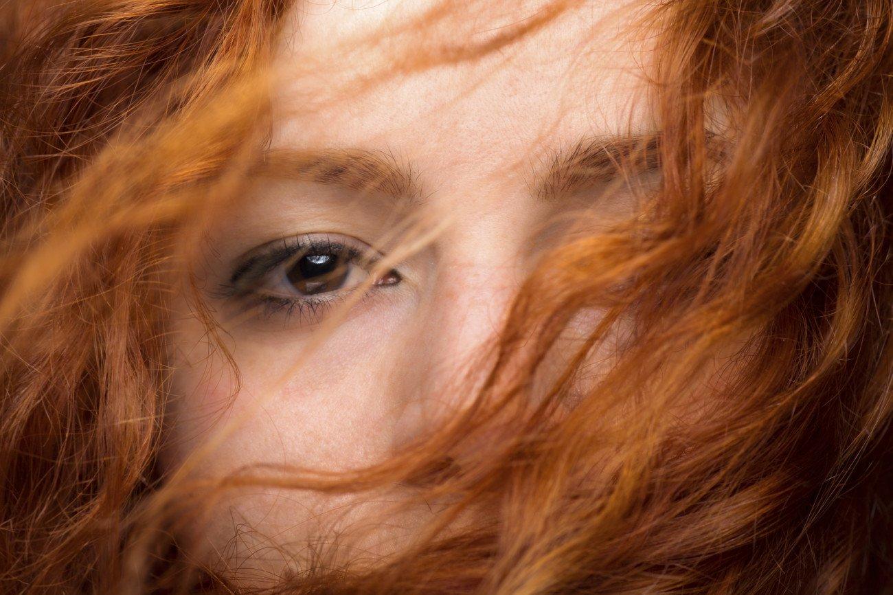 Welche Haarfarbe passt zu braunen Augen Rot