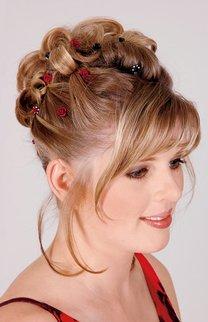 Klassische Hochsteckfrisur bei blondem Haar
