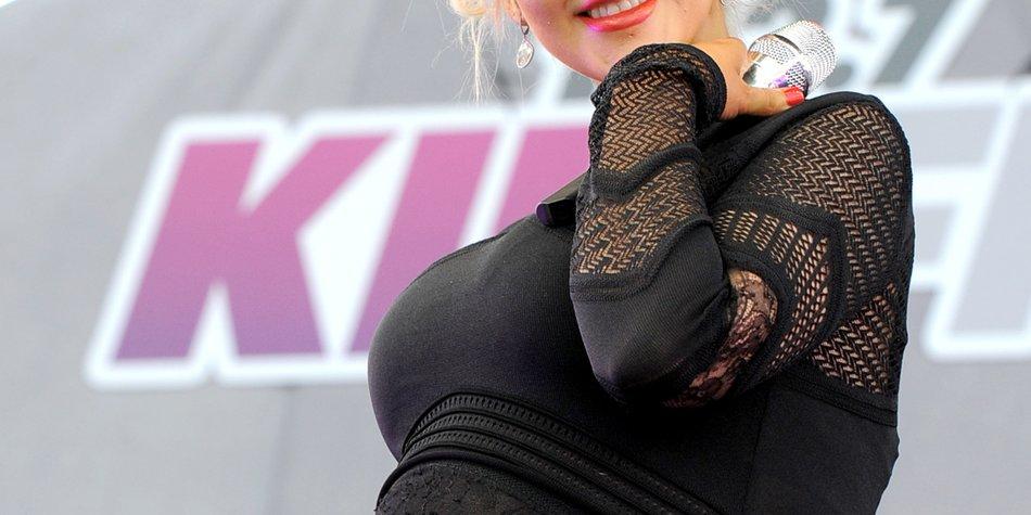 Christina Aguilera zeigt stolz ihren Babybauch