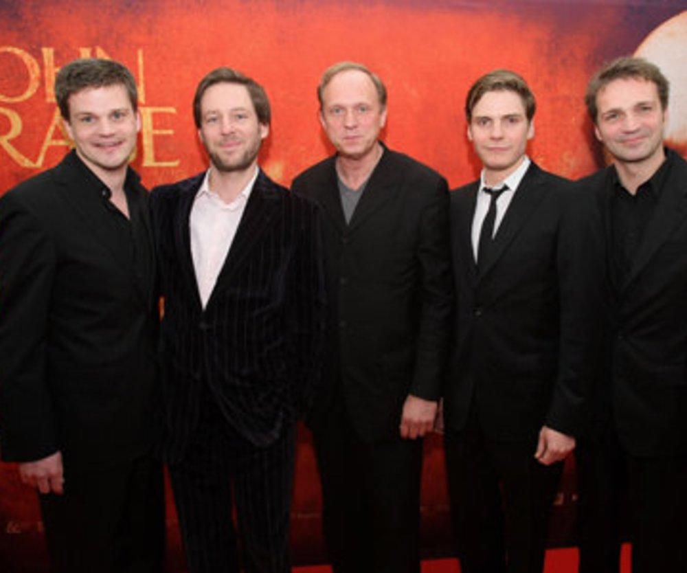 Produzent Benjamin Herrmann, Regisseur Florian Gallenberger, die Schauspieler Ulrich Tukur, Daniel Brühl und Matthias Herrmann (von links)