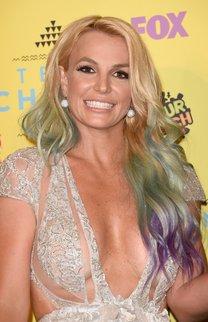 Britney Spears: Wellige Regenbogen-Haare